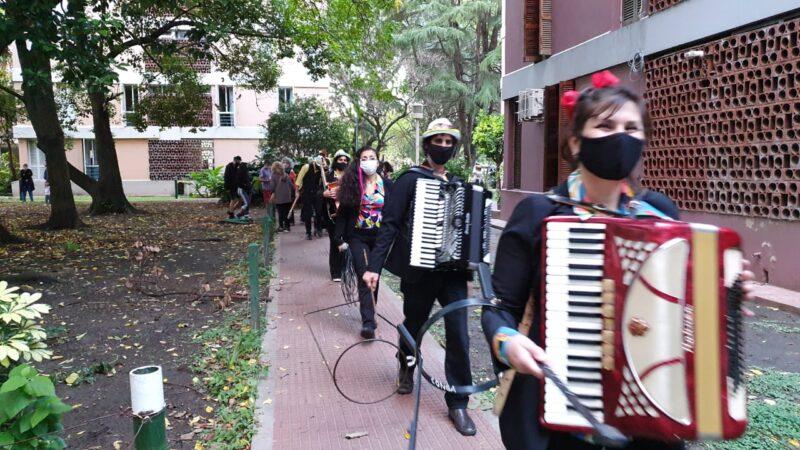 Una caminata artística por La Boca para curar el encierro y otras pestes